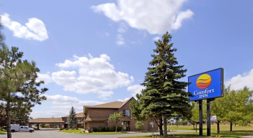Comfort Inn Toronto North Toronto Within A 9 Minute Drive From Canada S Wonderland Theme Park And A Variety Of Othe North York North America Canadas Wonderland