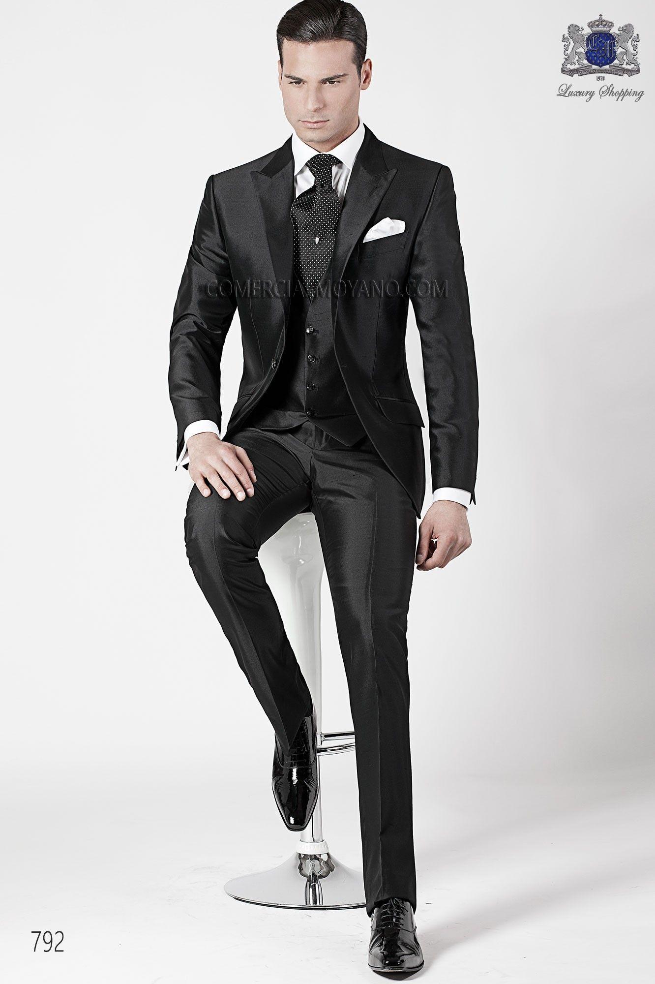 Traje de novio italiano a medida 3 piezas en tejido negro seda shantung con  solapa pico y 1 boton 55a38371f6c