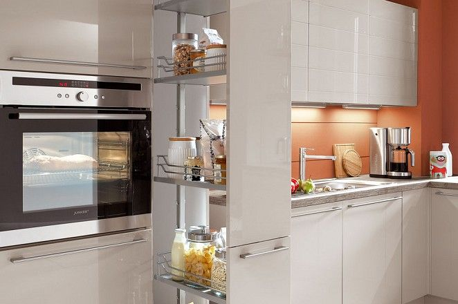 Apothekerskast Keuken Los : Keuken in creme hoogglans met apothekerskast berging