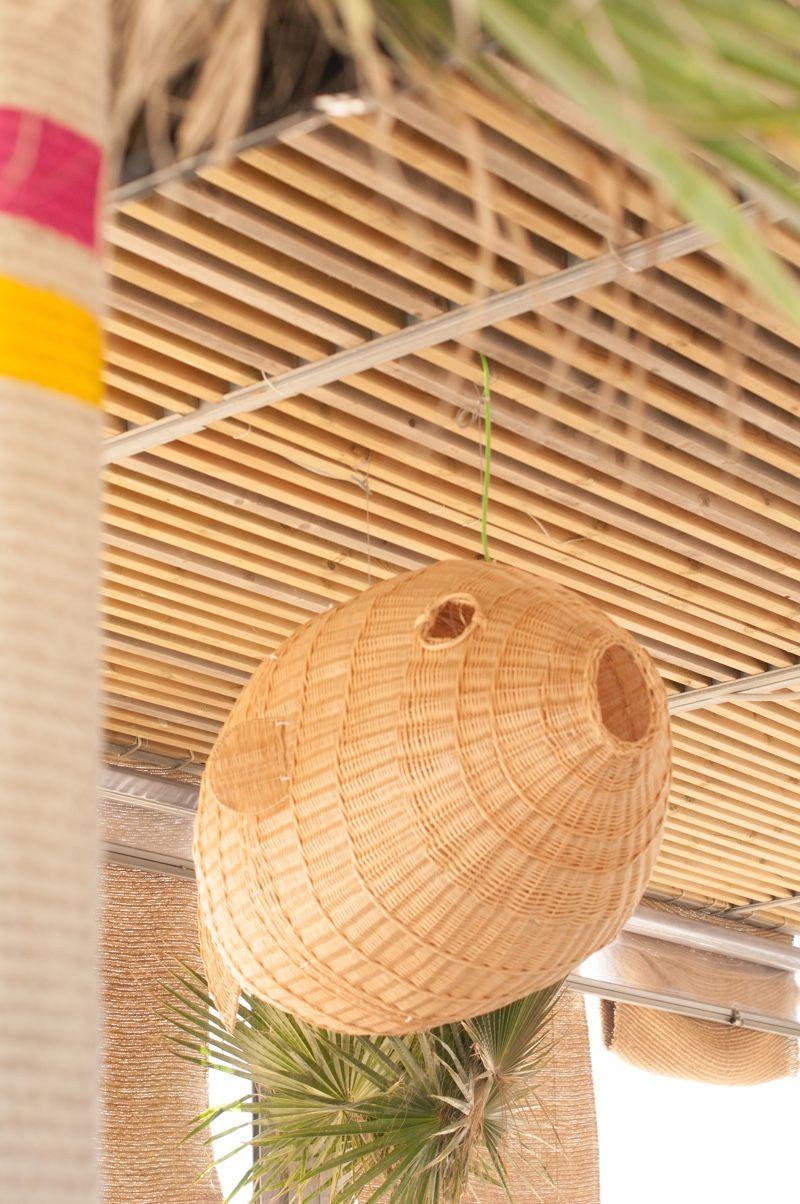 Chiringuito Barcelona | Beach Club Barcelona ©pptinteriorismo #diseñointerior #interiordesign #chiringuito #barcelona #playa #beach #fish #colors #beachclub #cuerda #rope #mimbre #wicker #macetas #pots #detalles #details #plantas #green