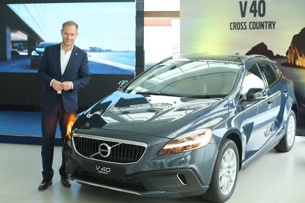New Volvo V40 (facelift) launched at INR 25.49 Lakhs