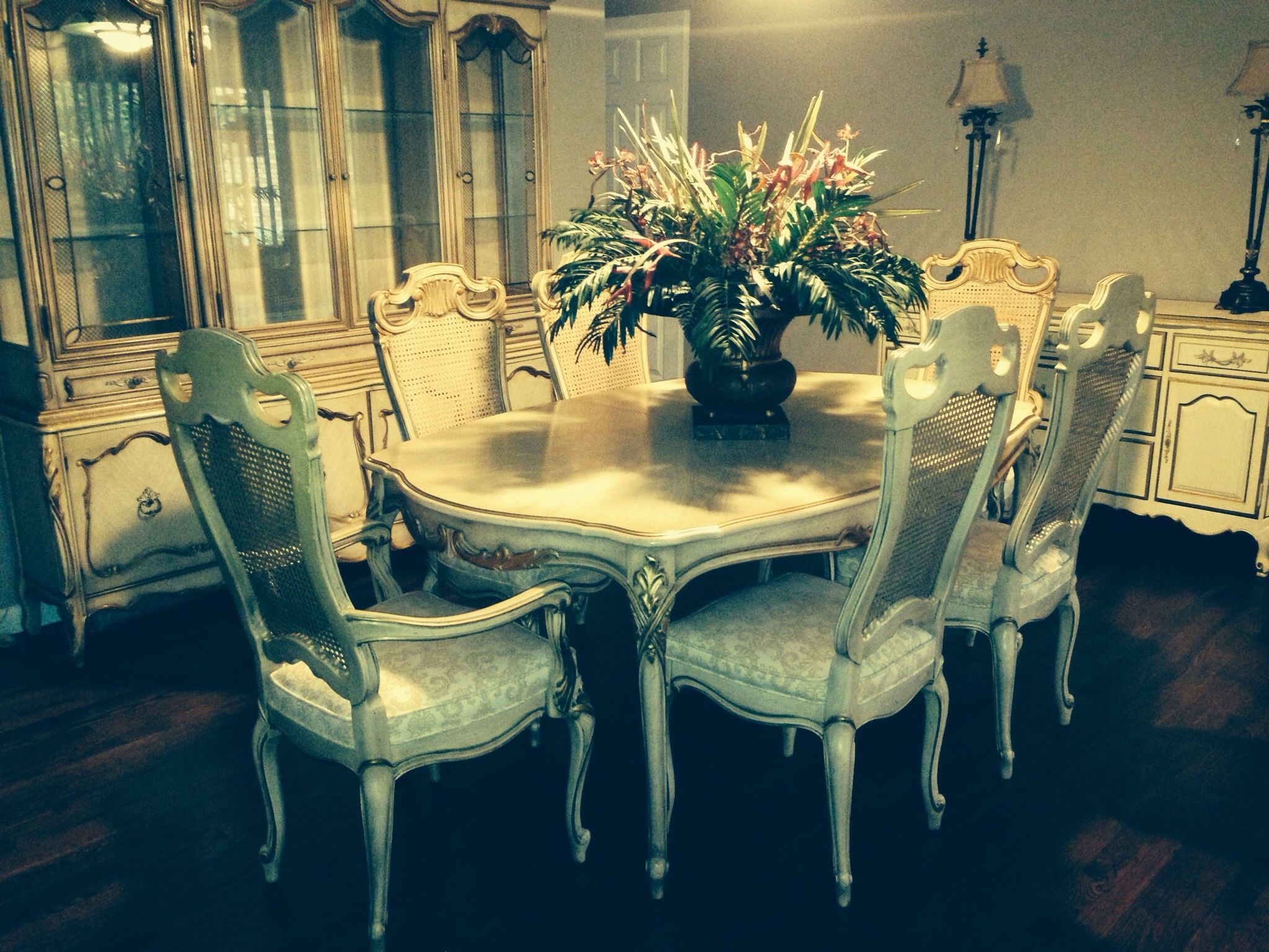 Pin By Garagesale Guru On Garage Sale Furniture Dining Room Set French Provincial Dining Room