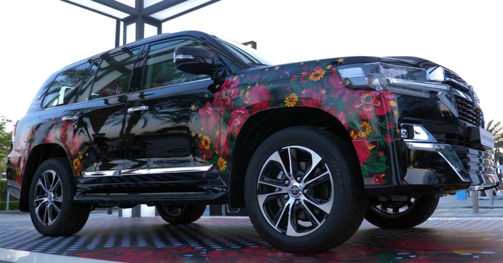 تويوتا لاندكروزر 2021 نسخة خاصة فن ية بالتعاون بين شرطة الفطيم والفنانة فاطمة المل ا موقع ويلز Toyota Land Cruiser Vehicles