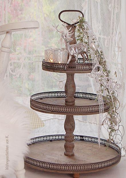 Etagere Weihnachtsdeko.Eine Riesige Holz Etagere Als Weihnachtsdeko Und Adventskranz Im