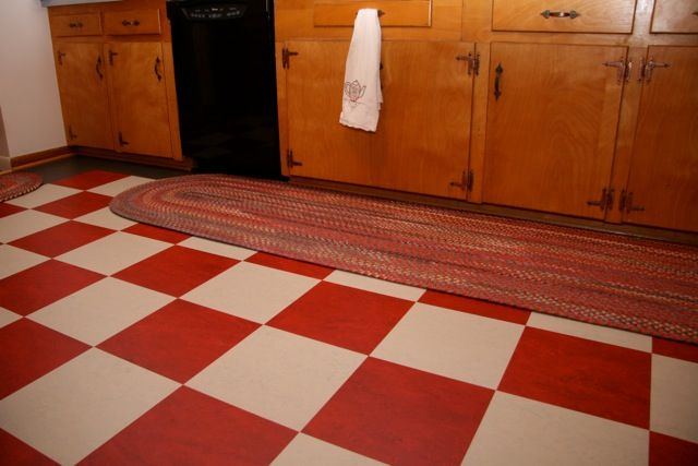Red and white checkerboard floor where to find it for Black and white linoleum sheet flooring