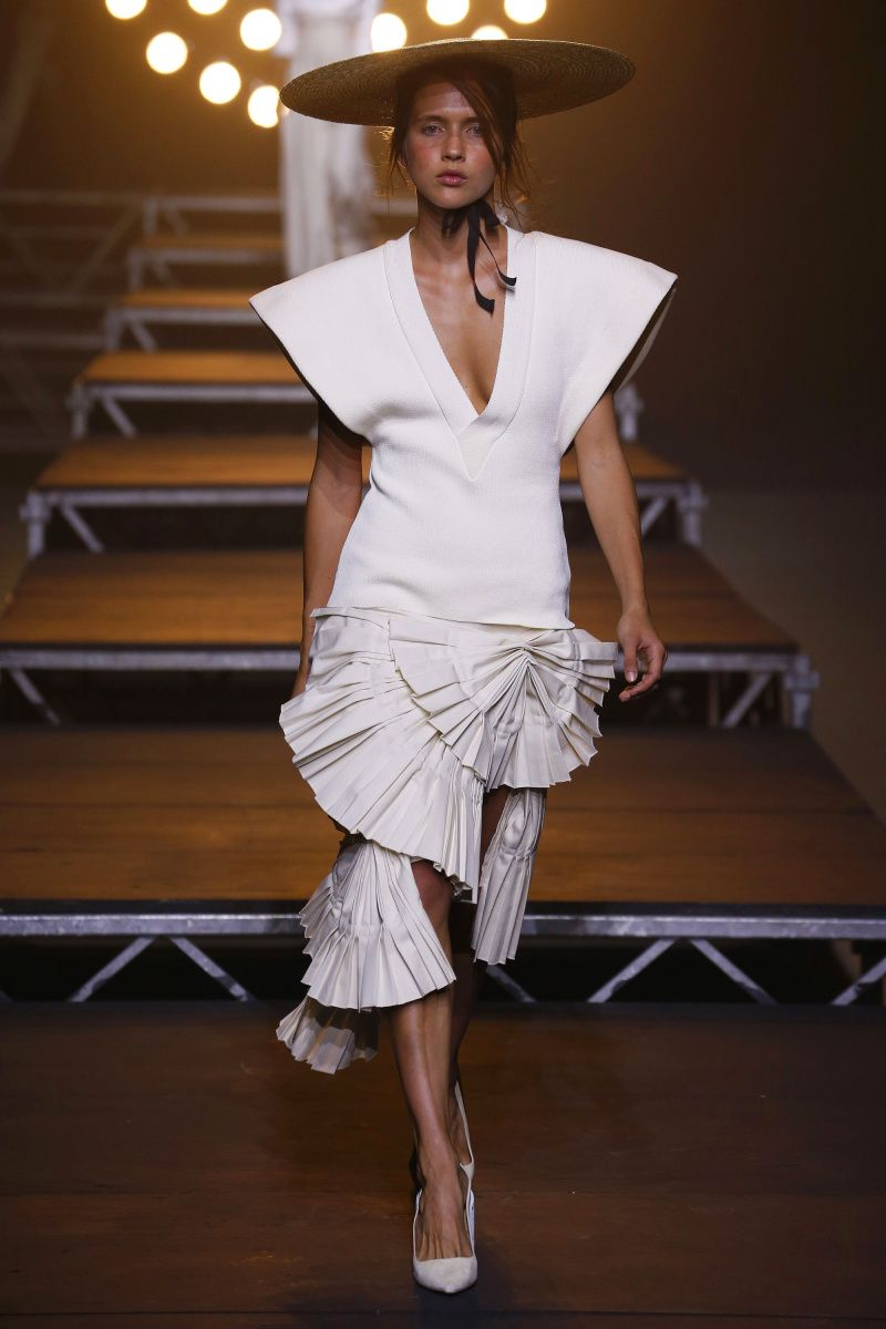 Jacquemus Ready To Wear Spring Summer 2018 Paris: Fashion Show - Trends - Wear Collection