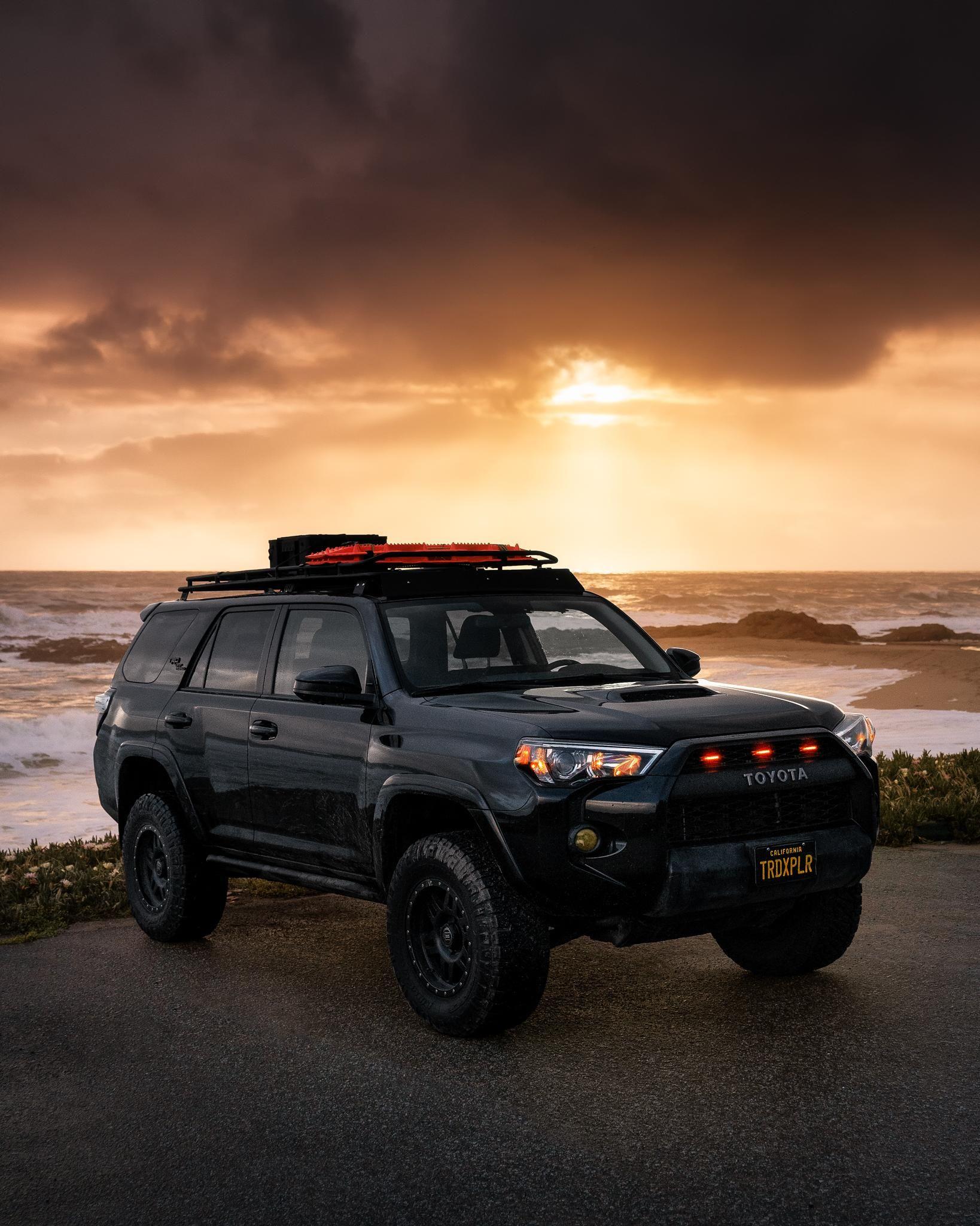 Who Doesn T Love A Good Sunset At The Beach 4runner Toyota 4runner Trd 4runner Toyota Suv