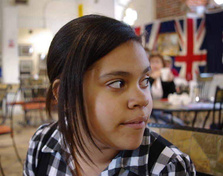 Girl Looking over Shoulder.jpg 760×600 pixels