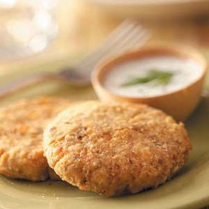 Pierside Salmon Patties |  I love that these patties (which come together in mere minutes) are baked instead of fried.