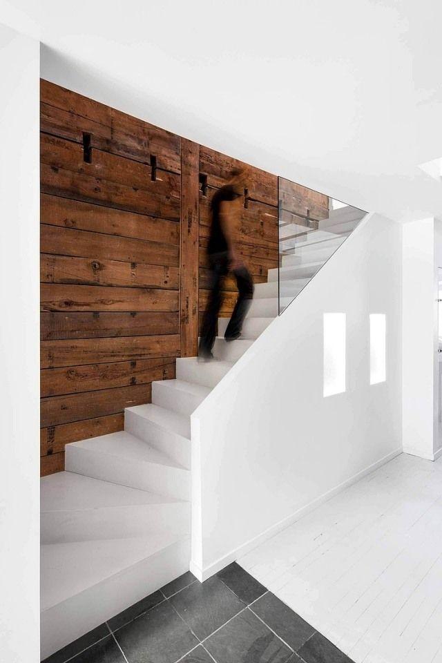 puristisches Haus-Eingangsbereich mit Treppe-weiß Glaswand #woodfeaturewalls