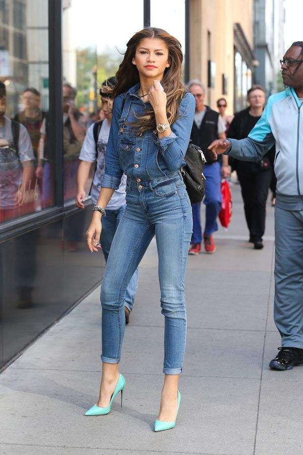feb3d98fb1a4 Steal  Zendaya Coleman s New York City H M Denim Overalls