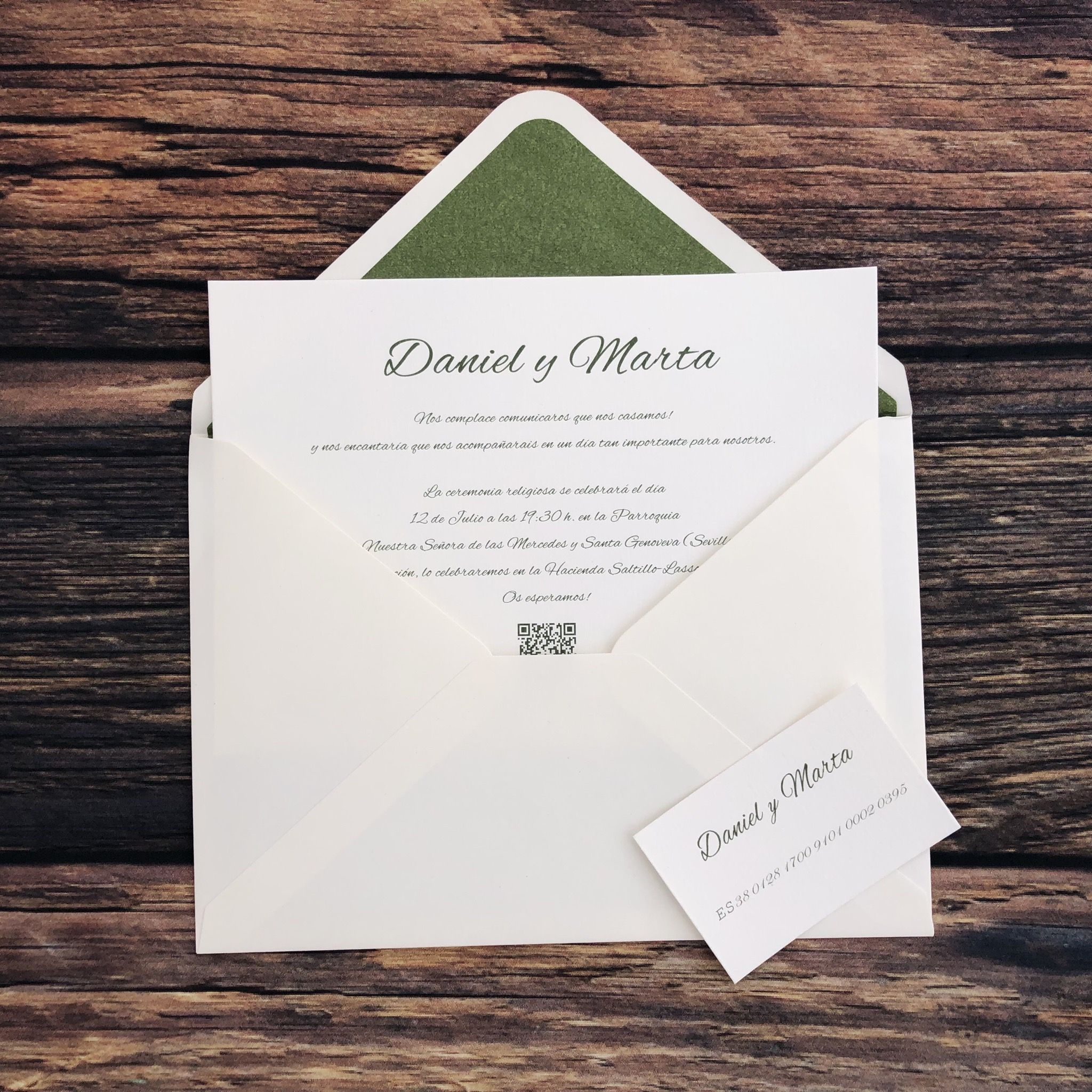 Invitación clásica verde con código Qr + App invitación