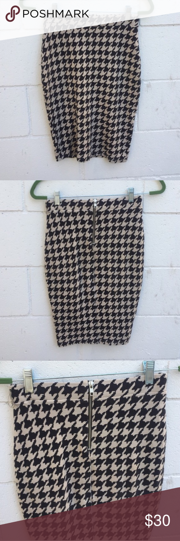 """H&M Black and white Houndstooth Pencil Midi Skirt Black and white Houndstooth skirt by H&M. Worn a few times and material is a bit pilly. Waist is elastic and zipper in back. Size XS. Length is about 22"""" long. H&M Skirts Mini"""