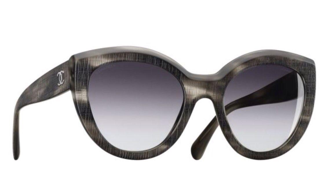 Chanel occhiali da sole farfalla oversize