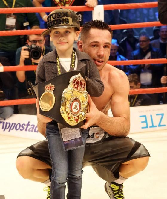 Weltmeister Felix Sturm Feiert Mit Sohn Mahir 6 Im Ring Boxen