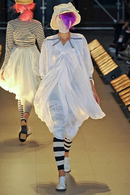 ✚ Junya Watanabe #junya #watanabe #japanese #fashion #designer #design #protege #mentor #commedesgarcons #rei #kawakubo #techno #couture #unusual #structured #clothing #clothes #modern #technical #materials #runway #stripes #white #oxford #shoes #hat #mask #amasian #amasia