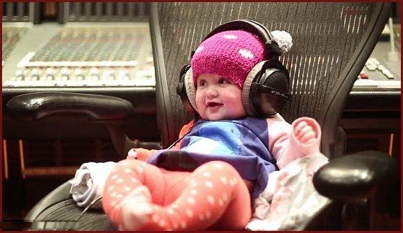 """Watch: #KellyClarkson Teases New Single """"Heartbeat..."""