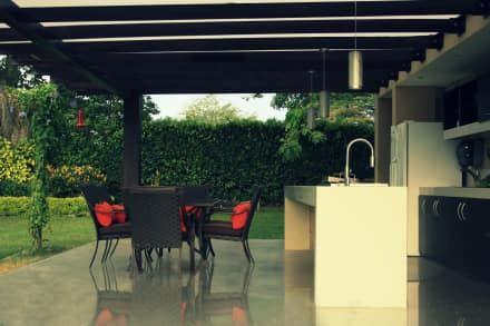ESTADERO ROZO ARB : Cocinas de estilo tropical por COLECTIVO CREATIVO