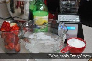Easy Homemade Strawberry Lemonade #strawberrylemonaderecipes