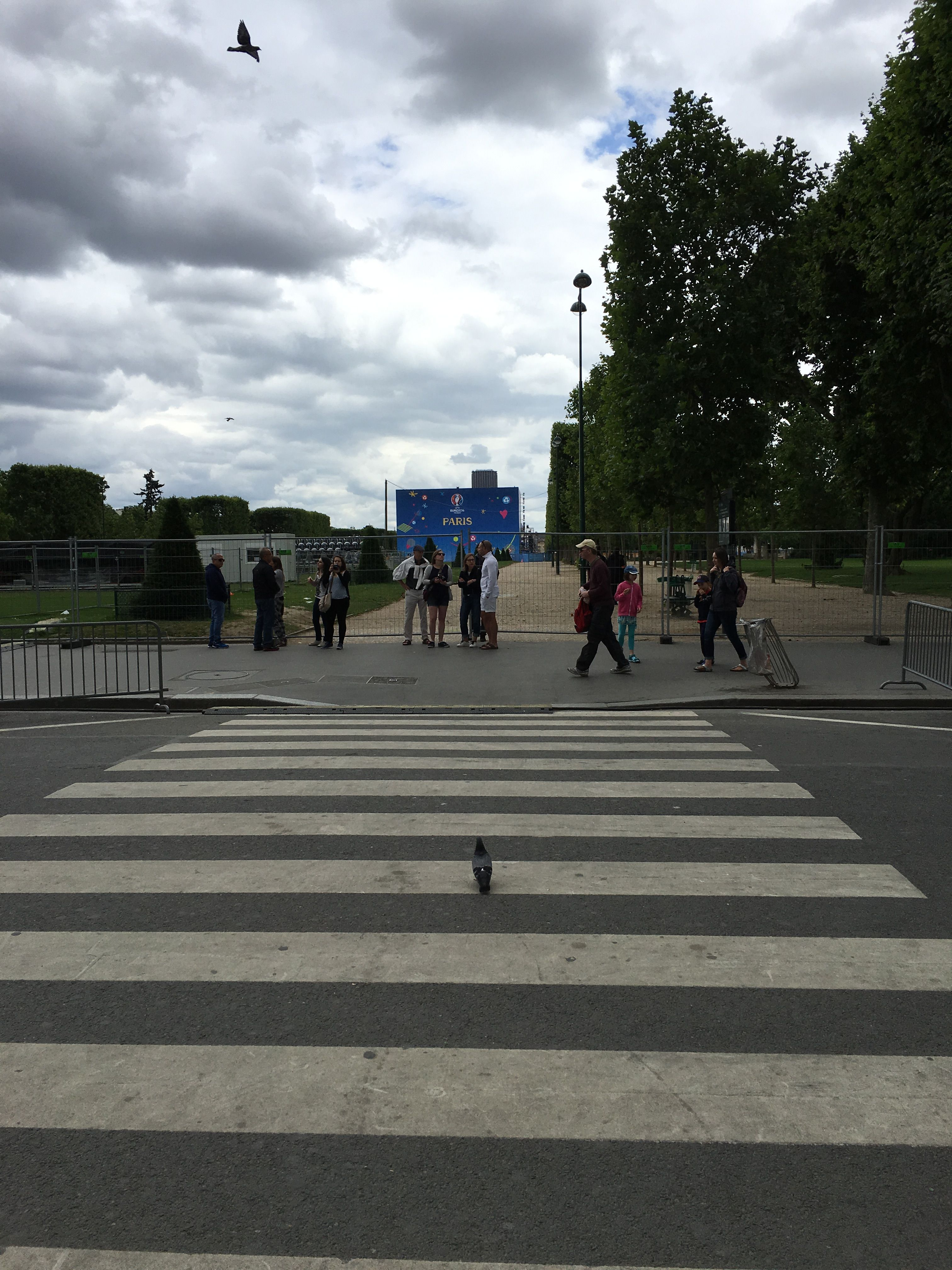 La Fan Zone du Champ-de-Mars à côté de la Tour Eiffel en journée. / The Euro 2016 Paris Fan Zone near Eiffel Tower in daytime.