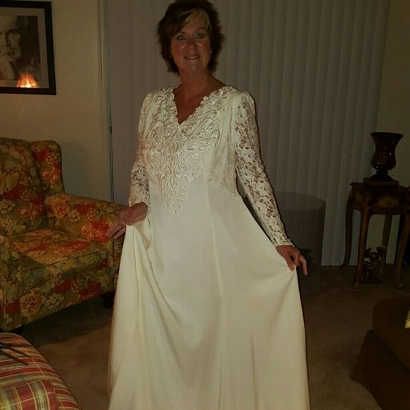 Selling this Wedding Dress - Off white in my Poshmark closet! My username is: jdean1968. #shopmycloset #poshmark #fashion #shopping #style #forsale #Jessica McClintock #Dresses & Skirts