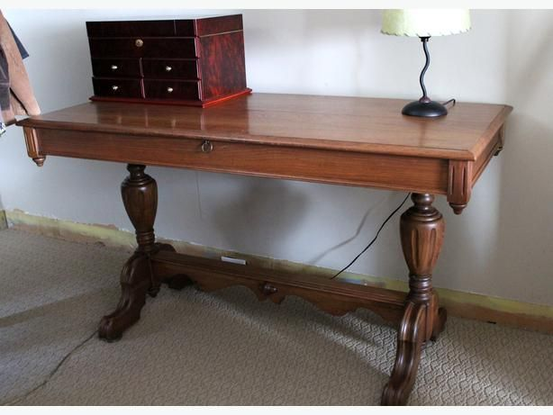 Solid Walnut Antique Dining Room Table With Hidden Leaf Antique