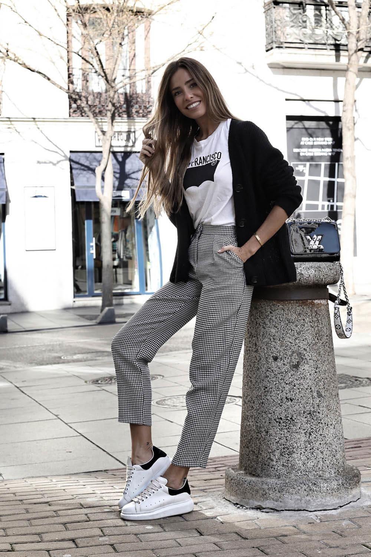 Cuadros Vichy El Estampado De Moda De Esta Temporada Un Outfit Con Pantalon Vichy Que Podras Combinar En Tu Di Pantalon Cuadros Mujer Pantalones De Moda Ropa