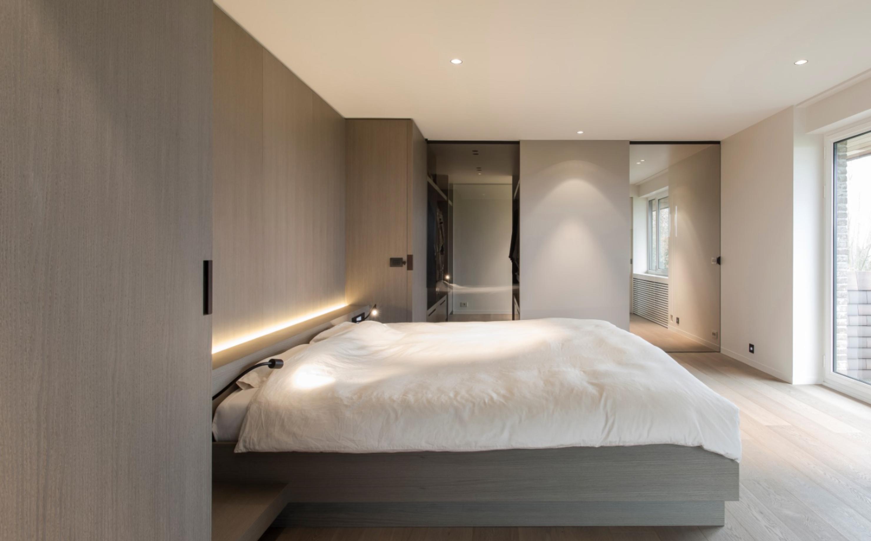 Glas In Slaapkamer : Slaapkamer inrichting achter glazen schuifdeuren interieur