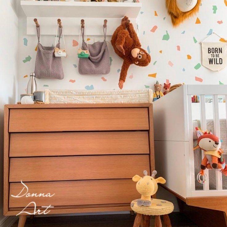 E o charme que ficou esse quarto com organizadores de crochê e banquinho de girafa em amigurumi?! 🥰 . Obs.: Peça para referência de modelo. . Fale comigo para fazer sua encomenda. . #DonnaArt #Decoracao #Design #InstaDesign #LoveDesign #DesignLovers #Decor #Decoration #InstaDecor #DecoracaoCriativa #HomeDecor #HomeDesign #Croche #Crochetando #AmoCroche #CrochetLovers #LoveCrochet #FeitoaMao #Handmade #Handwork #Artesanato #ArtesanatoBrasil #MaisCorPorFavor #MaisCorPorFavorGNT #MaisCorPorFavo