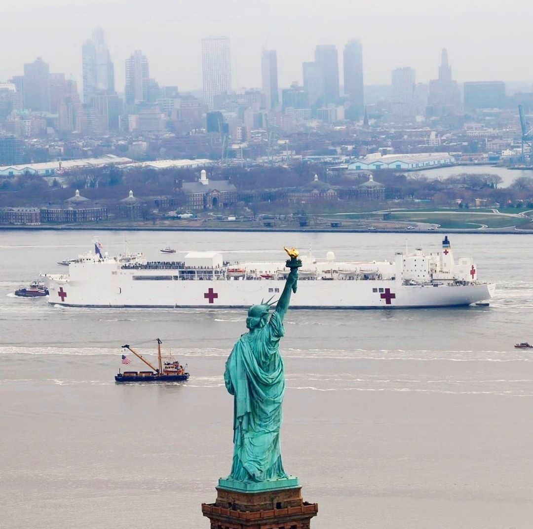 A Beautiful Sight The Usns Comfort Ship Entering The New York Harbor Thank You Usnavy We Are Grateful For Your Arriv In 2020 Statue Of Liberty Statue Love Is Comic