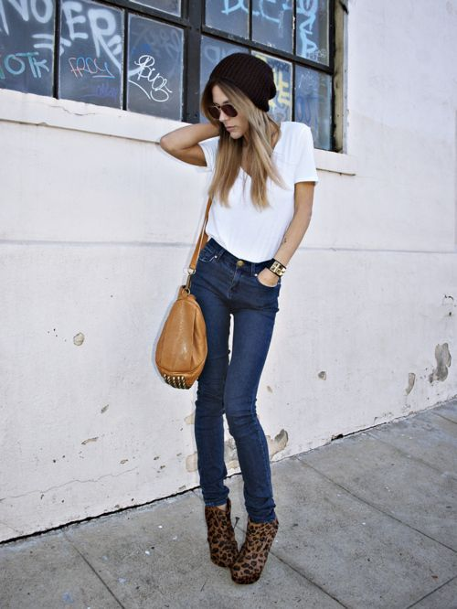 5affdd4841218 High waisted jeans with shirt tucked in