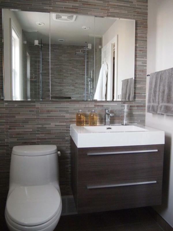 bäder-design-toilette - großer spiegel und graues tuch | Renovation ...