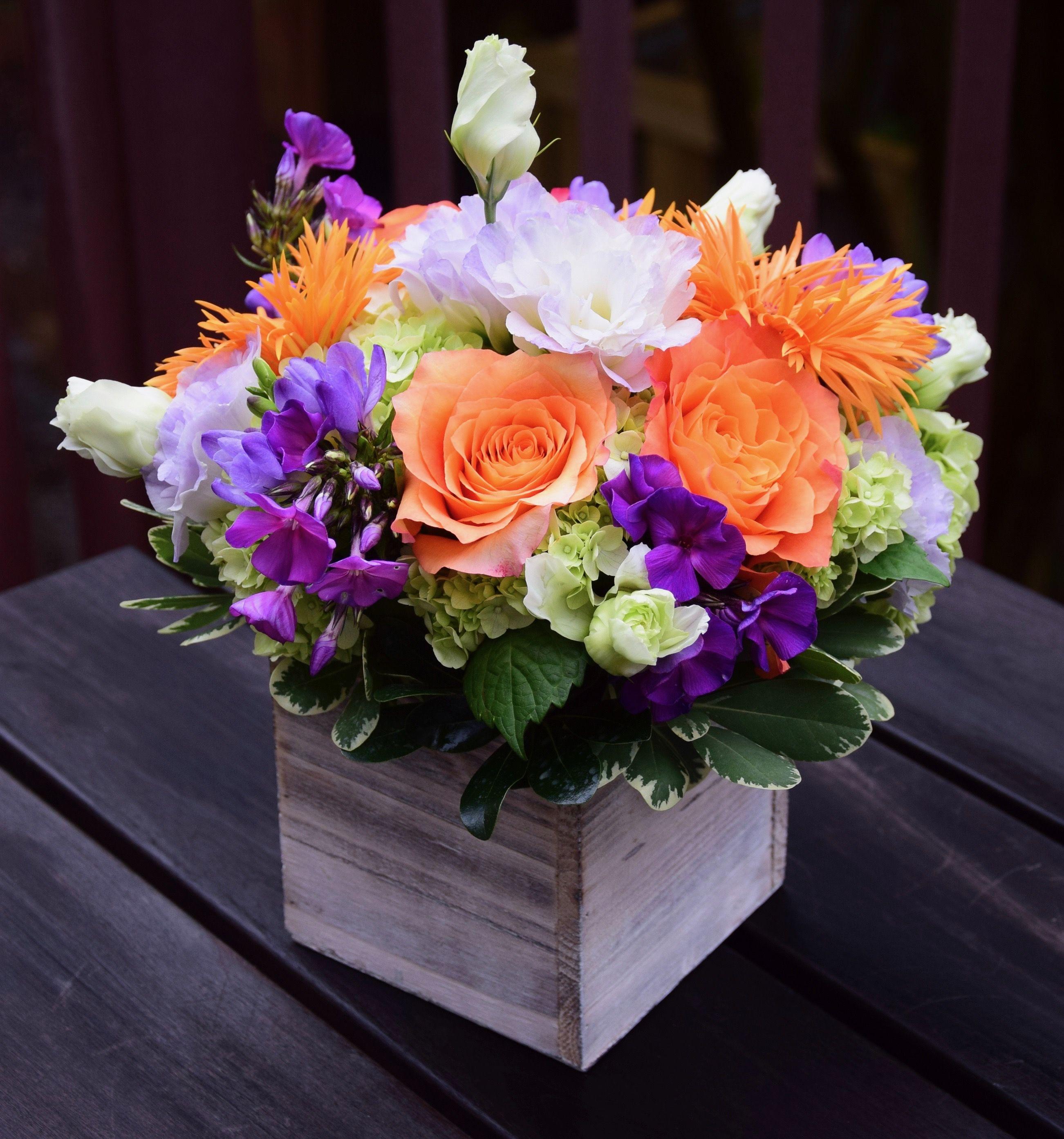 Flower Gift Box Handcrafted By Fleurelity Flower Arrangements Simple Flower Arrangements Diy Artificial Fresh Flowers Arrangements