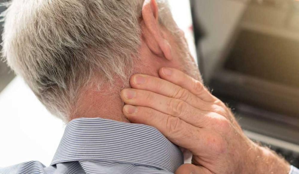 صداع خلف الرأس أهم الأسباب وكيفية العلاج كل يوم معلومة طبية