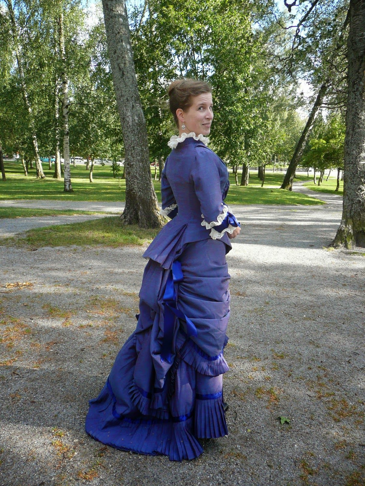 The 1880 Courtois dress: Finished and photographed!