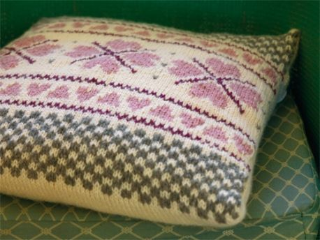 Heart To Heart Cushion Cover | Knitting patterns, Knitted ...