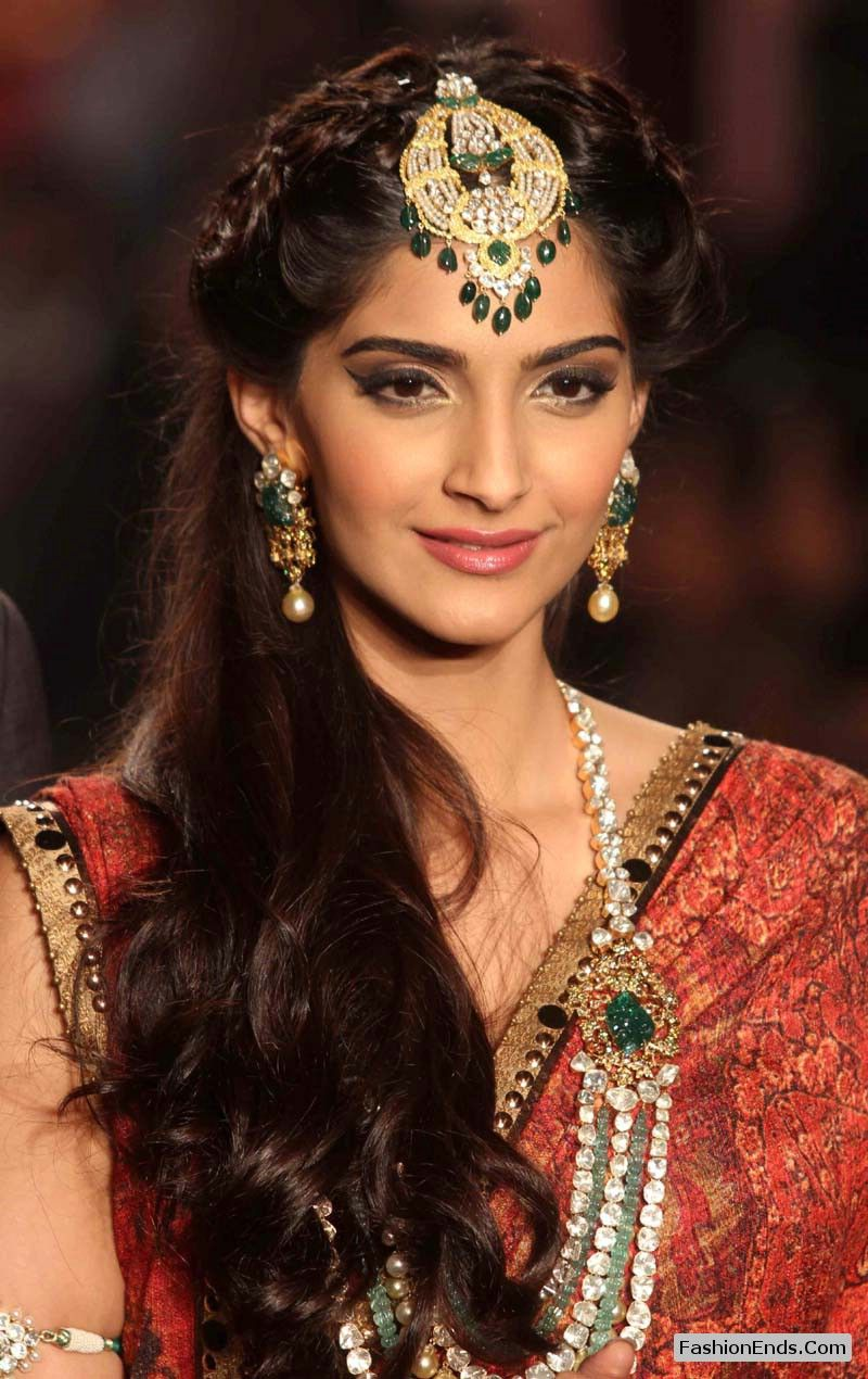 sonam looking very very beautiful in bridal desi avatar with full