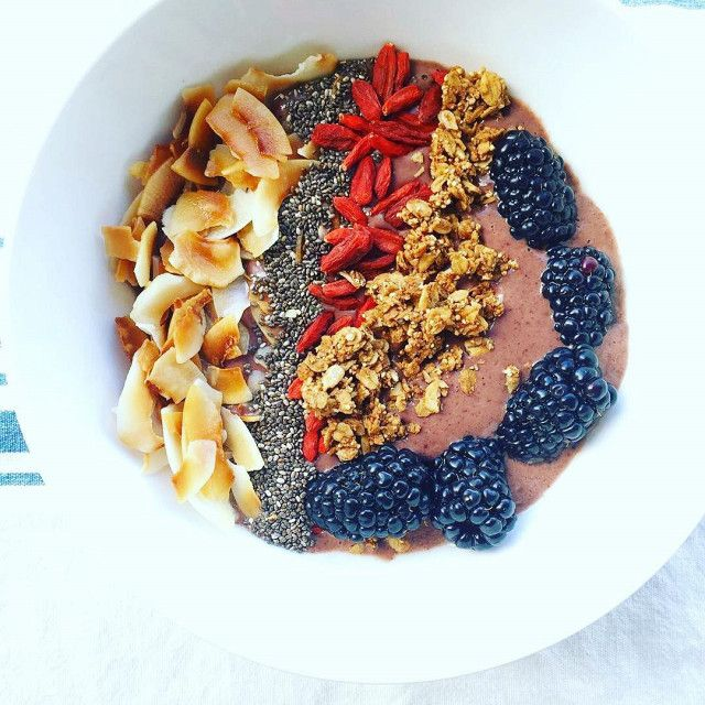 Fresh ingredients are the name of the game for Gwyneth Paltrow who is a fan of a healthy breakfast. Try a smoothie bowl with banana, dried goji berries, açai berries, chia seeds and coconut flakes, then mix with a little rice milk, coconut oil and gluten-free granola