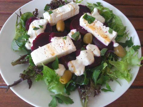 Salaatti nro 62 - Punajuuri-feta-Mixi salaatti jugurtti kardemummakastikkeella