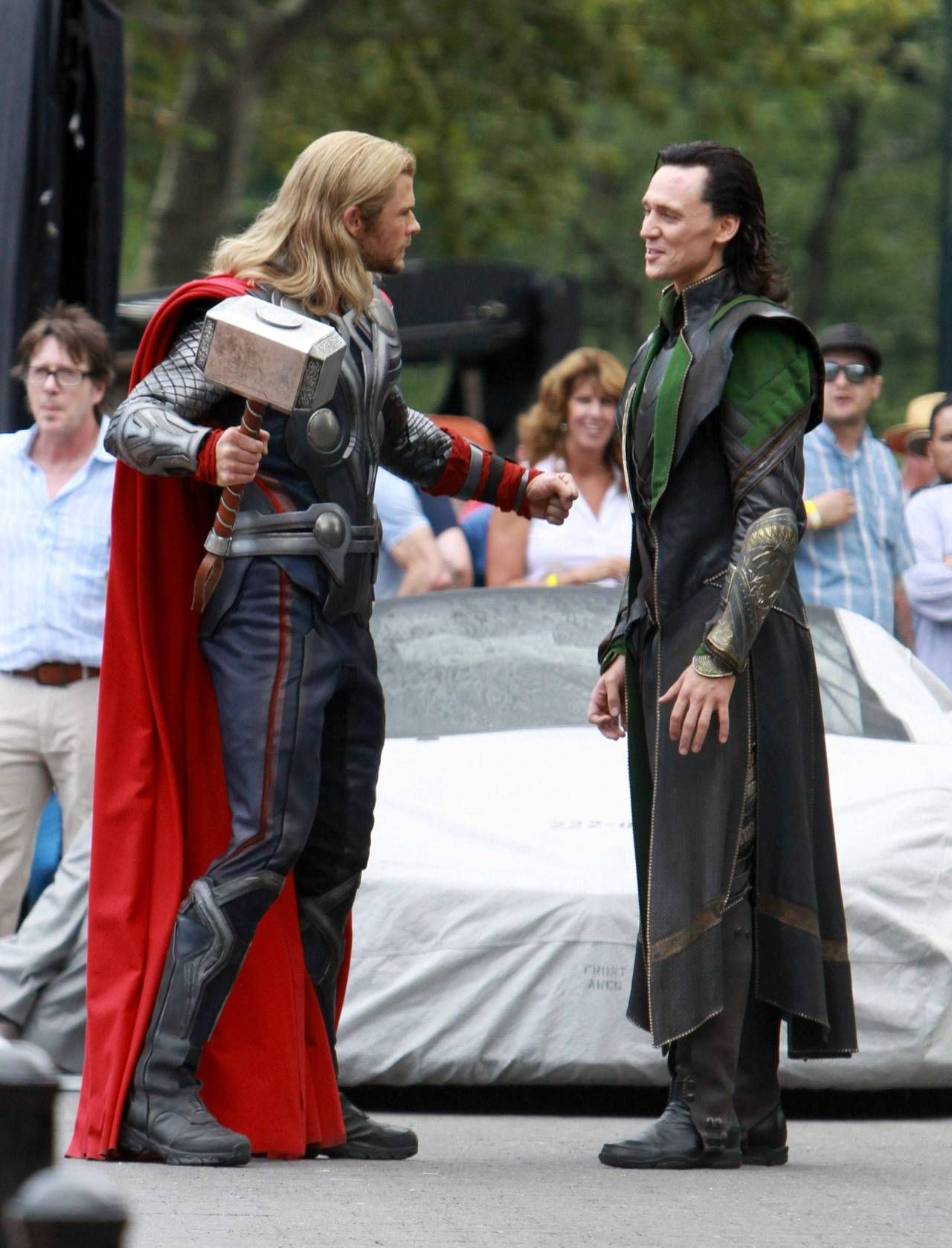 Hilarious Behind The Scene picture of Loki and Thor.