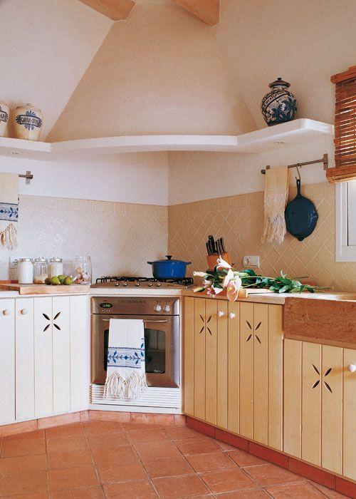 La campana de obra marca una diferencia esencial entre las - Campanas de cocina rusticas ...