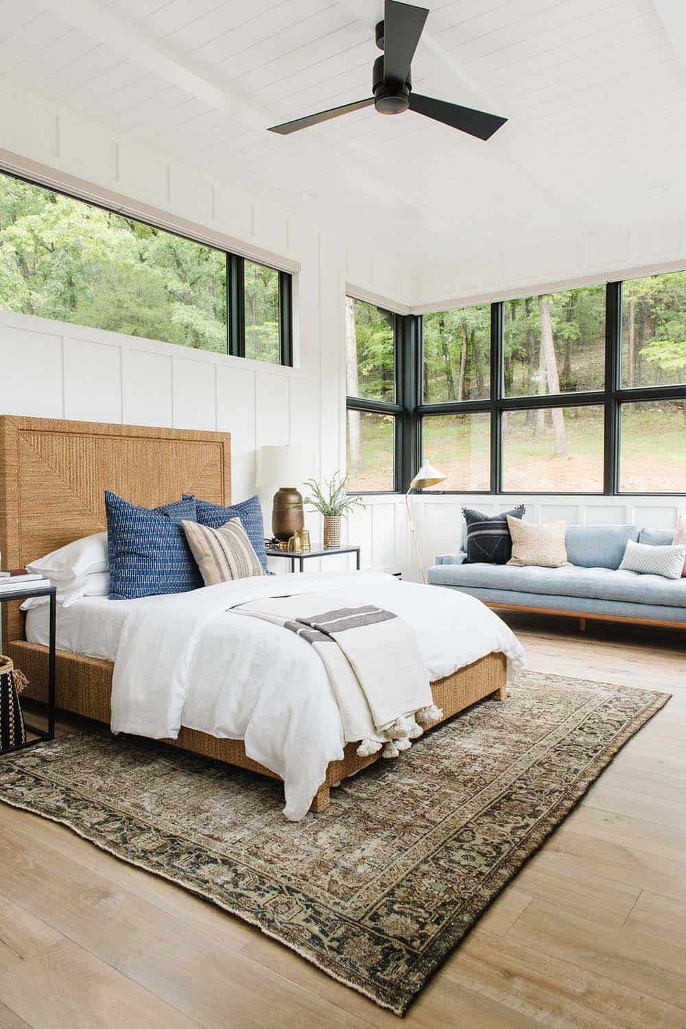 House Envy Modern Lake House In The Midwest With Stunning Details Modern Lake House Bedroom Design Home