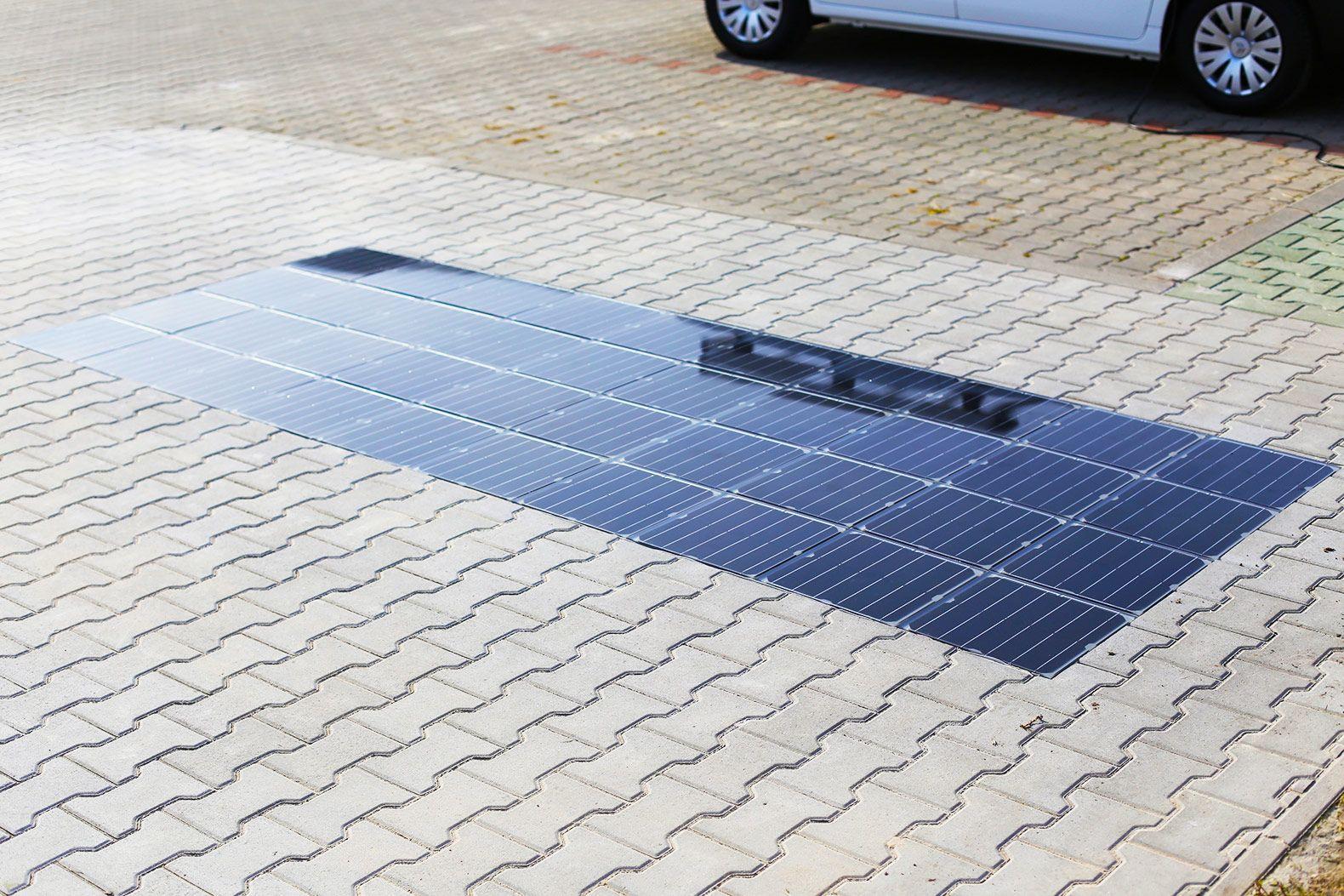 Platio Unveils Next Gen Solar Sidewalk That Can Charge Electric Vehicles Solar Energy Diy Solar Diy Solar System