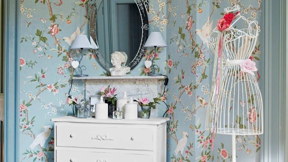quels motifs pour un style shabby chic m6 maison pinterest papier peint fleuri papier. Black Bedroom Furniture Sets. Home Design Ideas