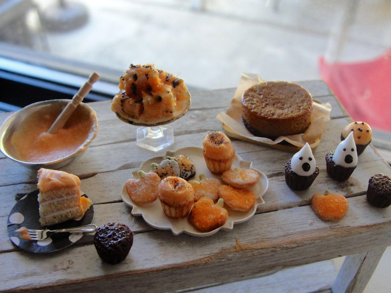 Dollhouse miniature Halloween baking by Kimsminibakery on