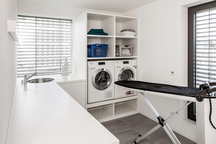 tapezieren wer tapeziert bezieht stellung dream laundry room pinterest zolder kelder en. Black Bedroom Furniture Sets. Home Design Ideas