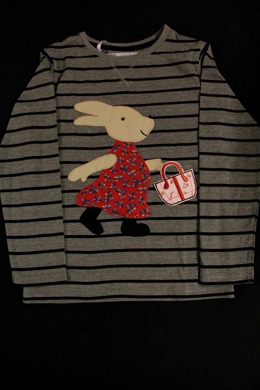 Camiseta con conejita. COSIDO A MANO.