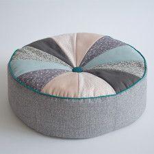 sitzkissen pouf selber n hen n hen n hen sitzkissen und kissen. Black Bedroom Furniture Sets. Home Design Ideas