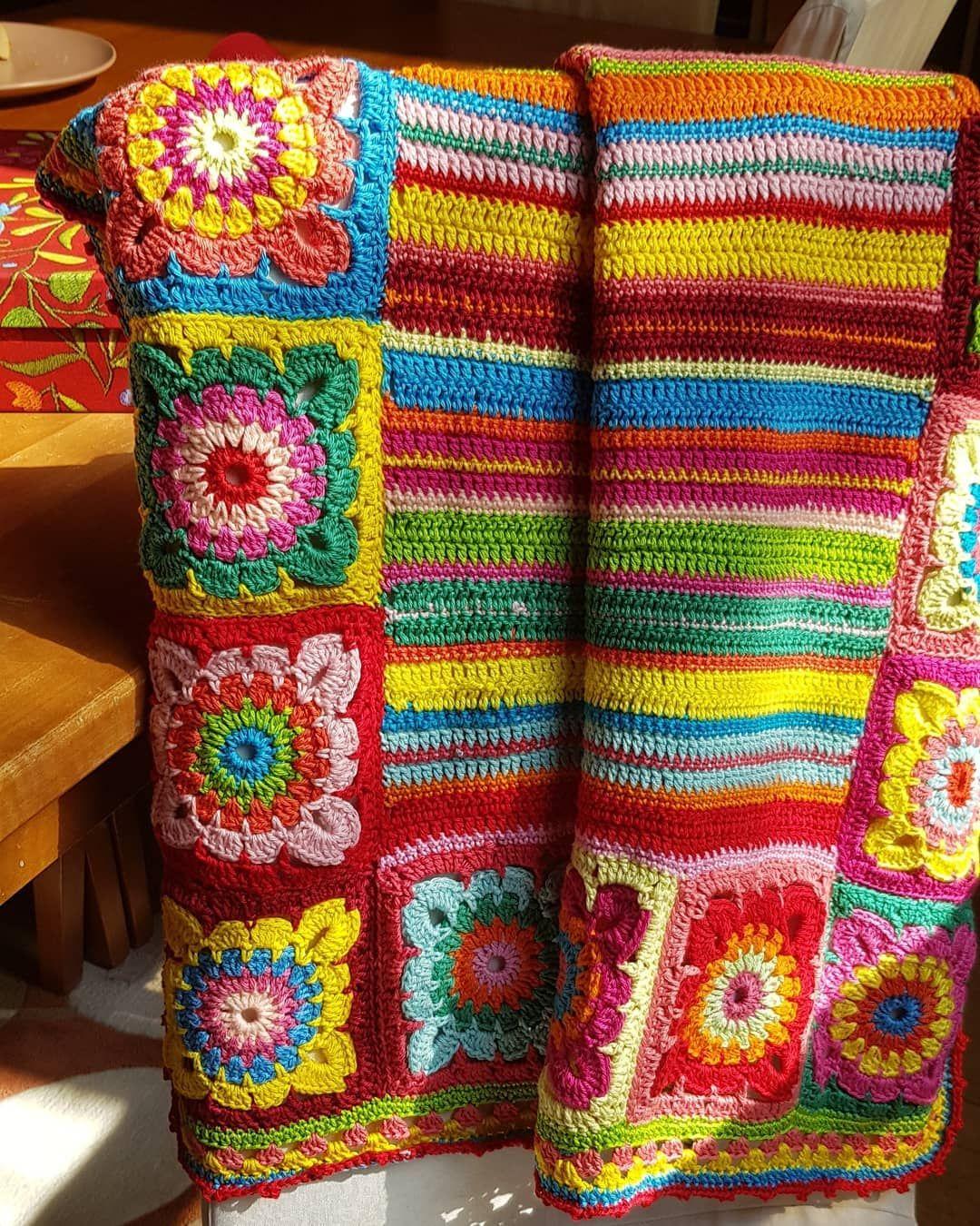 الغطاء المفضل لدي غطاء مربعات الجدة الملونة غطاء كروشيه أشغال أشغال يدوية فنون حياكة فن فكرة مربعات الجدة طفل وليد بيبي Blanket Crochet Crochet Blanket
