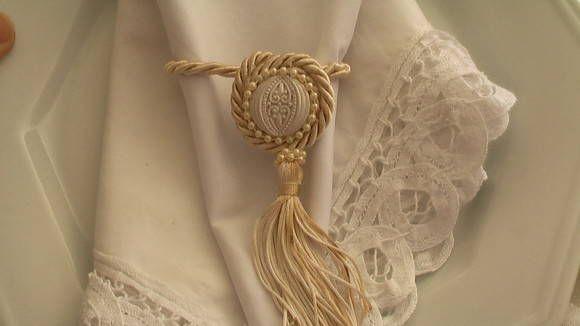 porta guardanapo feito com brasao,cordao de s. francisco e pingente de seda.4 R$ 4,95